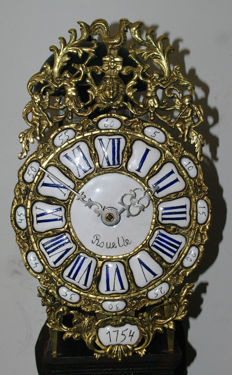 French Lantern clock with front-facing cock and signed beard - Period 1754