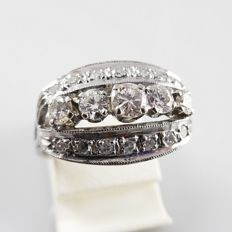 14 kt white gold ring - 1930s/40s - with 19 diamonds, in total 0.76 ct