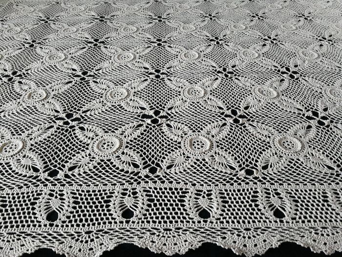 Large crochet tablecloth, 166 x 133 cm Italy