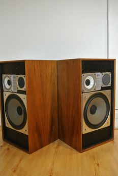 Wharfedale Glendale XP3 vintage speakers with a wooden case (ca. 1975)
