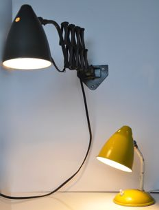 Hala Zeist - Two vintage 1950s Dutch design lamps - a harmonica lamp / pull-out lamp and a desk lamp