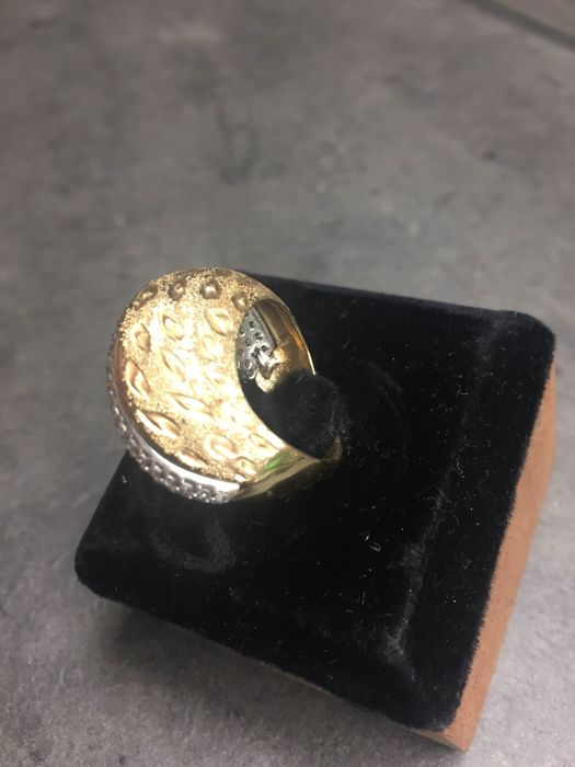 14 kt gold cocktail ring, with engravings – No reserve