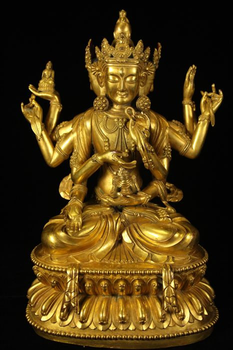 A gilt bronze figure of Avalokiteshvara - China - 2nd half 20th century (27cm)