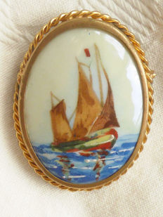 Large antique brooch by LIMOGES France - Signed porcelain, painted with a ship - Gold-coloured setting with rope pattern.