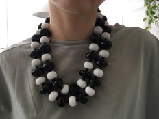 Elegant vintage necklace with white agate beads, faceted onyx, silver clasp