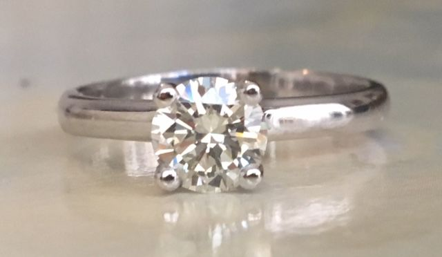 White gold 18 kt solitaire women's engagement ring with brilliant cut diamond approx. 0.80 ct I-J/VS