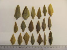 Mesolithic flint arrowheads - 37/52 mm (19)