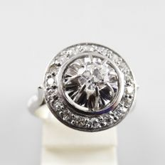 18 kt white-gold Art Deco ring with a central diamond of 0.30 ct and octagon-cut diamonds of 0.27 ct