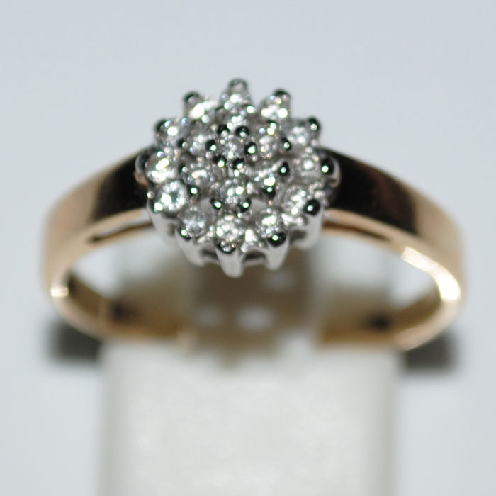 Ring in 14 kt gold with 19 diamonds, approx. 0.50 ct. New condition - RS 59.5