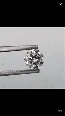 1,03 carat - E color - VS2 clarity - Round Brilliant cut