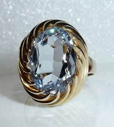 Ring made of 8 kt / 333 gold with 4 ct heavy blue topaz the aquamarine, ring size 57-58 **no reserve price**