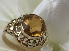 Vintage gold ring with faceted cut citrine (4 ct) / 2.55 g / size 15.25
