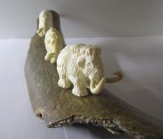 Woolly Mammoth Carved Figurine - Genuine Siberian Mammoth Ivory - Mammuthus primigenius 27 X 5,5 cm