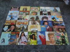 NOW, THIS IS COUNTRY ! ; Big Lot Of 32 Vinyl Records From All The Big Names In Country Music On Various Labels