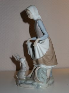 Lladro porcelain sculpture - Girl with rabbit