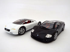Revell / Motormax - Scale 1/18 - Lot with 2 models: 1991 Audi Avus Quattro and 2001 Volkswagon Nardo W12