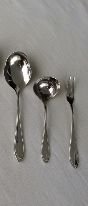Christofle, Versailles model, silver plated metal 1 gravy spoon + 1 wet fruit spoon + 1 meat spoon