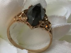 Rose gold ring with facet cut hematite / 1.85 grams / size 15.5 / in good condition