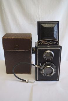 """Vitaflex"". Kamera-Werk C. Richter Tharandt. With the ""Brillantar"" lens F = 3.5 / 75. 1930-1949"