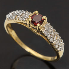 14K Yellow Gold Ring Set with 0.33 ct Garnet - Size stone 0.35 ct Round Cut Diamond - Ring Size US 7 ***No reserve Price***