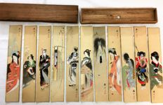 Collection of signed  and charactermarked paintings, on silk handpainted  with mythological  Warriors and Geishas, in original cassette - Japan - ca 1900