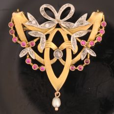 Belle Epoque/ Art Nouveau gold brooch/ pendant with Diamonds and Rubies, circa 1910