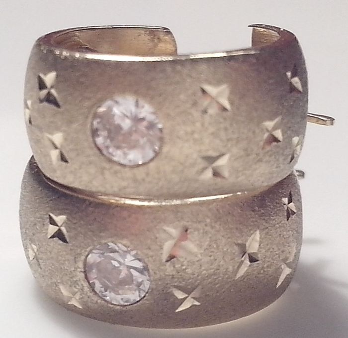 Massive Gold earrings with 3 large zirconias per earring, embellished by cut-in stars and frosted finish in 585/14K gold
