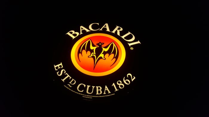 Facundo BACARDI - light box. Round 50 cm / 9 cm. Palmer Promotional Products, Minnesota, USA. 09/02 2003Y.