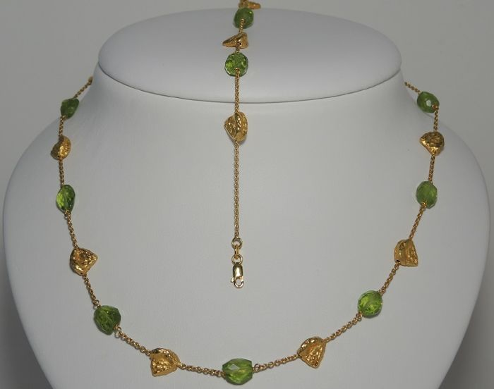 18kt gold necklace and bracelet with nuggets and green tourmalines