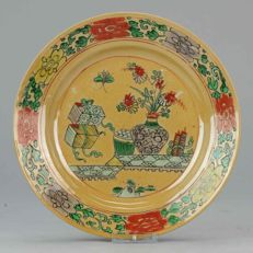 Kangxi Chinese Porcelain Dish Cafe Au Lait ground Famille Verte - China - Ca 1700