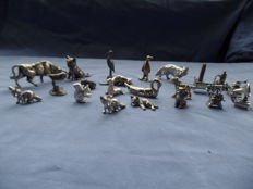 Collection of 22 miniature objects - 7 silver-plated - 15 silver-coloured tin - mainly animals