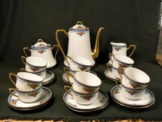 Henri Delcourt, Boulogne sur Mer – Beautifully decorated 12 person coffee set