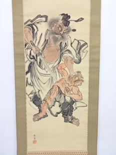 Antique decorative hanging scroll on silk - 'Shoki about to slay an oni' - signed 'Unrei'- Japan - Mid 20th century