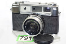 Beautiful Yashica J camera 1961 with yashinon 2.8 45mm lens