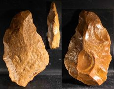 Acheulean hand axe Pai36 of 150 mm