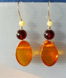 Natural  Baltic Amber 14 k/ 585 gold earrings approx 4 gr.