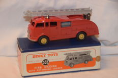 Dinky Toys England - 1/43 - Commer Fire Engine no. 555 (old numbering)