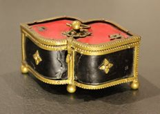 Small jewellery in leather and gold metal - Directory era / First Empire - France - circa. 1800