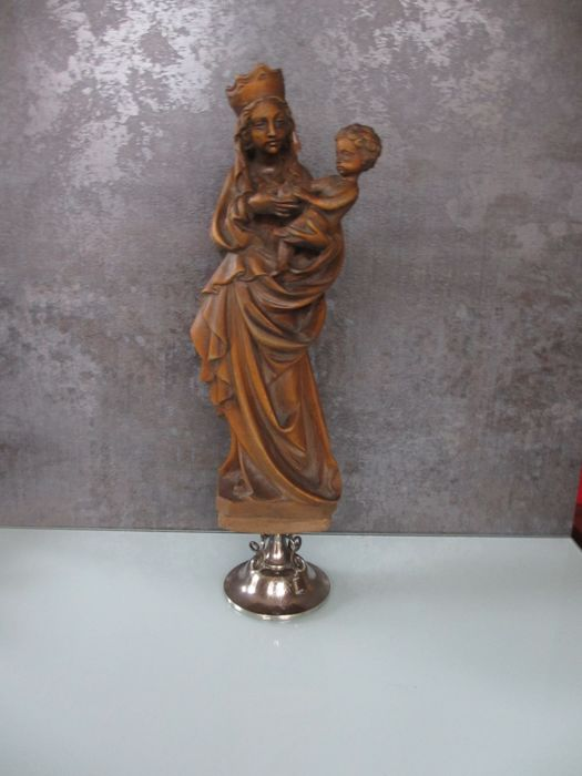 Madonna with child in the Late Gothic style on a silver stand - 19th century, silver, 1887