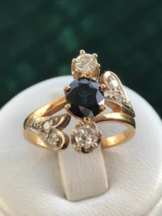 18 kt yellow gold Art Nouveau ring set with a sapphire and diamonds totalling for 1.50 ct