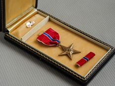 US army WWII bronze star medal - complete and in original box - United States