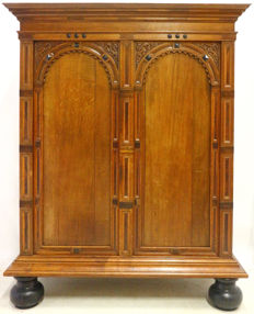 Neo-Renaissance oak with rosewood port cabinet on ball feet - The Netherlands - ca. 1880