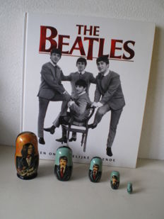 The Beatles big Book hard cover whit a set Matroesjka's