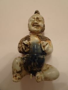 A Chinese blue and white porcelain statue of a boy - 118 mm x 62 mm