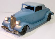 C.I.J., France - Length: 33 cm. - 1930s Renault Viva Sport with electric lights, clockwork