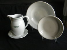 4 pieces of porcelain tableware