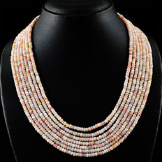 Pink Australian Opal necklace with 18 kt (750/1000) gold clasp, length 50 cm.