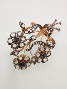 Brooch in 18 kt gold and silver - Rosette cut diamonds and sapphires