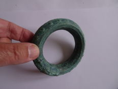 A bronze bracelet from Cambodia, Pre-angkor period - 91 mm