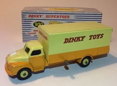 Dinky Toys Supertoys - # 930 - Bedford Pallet Jekta Van with original packaging